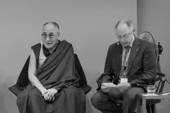 schirdewahn_2329_dalai_lama_sw_kl