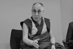 schirdewahn_2479_dalai_lama_sw_kl