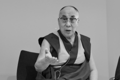 schirdewahn_2493_dalai_lama_sw_kl
