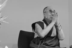 schirdewahn_2494_dalai_lama_sw_kl
