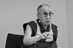 schirdewahn_2516_dalai_lama_sw_kl